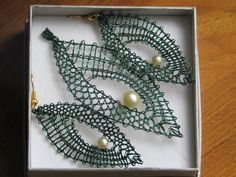Lace Jewelry, Jewlery, Bobbin Lacemaking, Bobbin Lace Patterns, Jewelry Patterns, Jewelry Making, Crochet, Bracelets, Clothespins