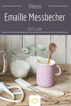 Mit schönem Küchen-Zubehör macht Kochen und Backen gleich doppelt so viel Spaß! Der hübsche Emaille Messbecher von Riess in pastell-rosa ist auch in unserer Küche ständig im Einsatz!