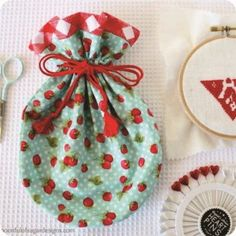 Mini drawstring pouch made using pattern from Zakka Handmades Small Sewing Projects, Sewing Crafts, Drawstring Bag Pattern, Drawstring Pouch, Handmade Crafts, Diy Crafts, Japanese Sewing, Shabby Chic Crafts, Craft Bags