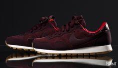 Zapatillas Nike Air Pegasus 83 Burdeos Blanco, visita nuestra #tiendaonline de #sneakers #ThePoint y podrás #compraronline la nueva colección #OtoñoInvierno2015 de la marca de #zapatillasNike, esta vez presentamos el modelo de #zapatillasretrorunning #NikeAirPegasus83 en un colorway burdeos y confeccionada en su totalidad en piel de ante, clica en este enlace y hazte con ellas http://www.thepoint.es/es/zapatillas-nike/1287-zapatillas-mujer-nike-air-pegasus-83-burdeos-blanco.html