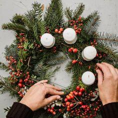 Adventní věnec na stůl – Kytky od potoka Advent, Christmas Wreaths, Holiday Decor, Diy, Home Decor, Decoration Home, Bricolage, Room Decor, Do It Yourself