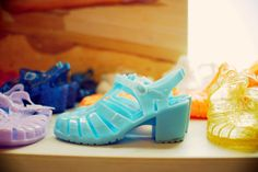 I Don't Think You're Ready for this Jelly - Hipsterdom Jelly Shoes, Vintage Outfits, Vintage Clothing, Jelly Beans, Nike Huarache, Beyonce, Pastel, Sneakers Nike, Hipster