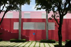 Pink House,Miami by Arquitectonica (Laurinda Spear and Bernardo Fort-Brescia) between 1976 - 1979.