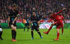 Champeons League 2015/16:Bayern München-Arsenal London 5:1 In der 29. Minute kam im Getümmel im Strafraum Thomas Müller zum Schuss....Tor!