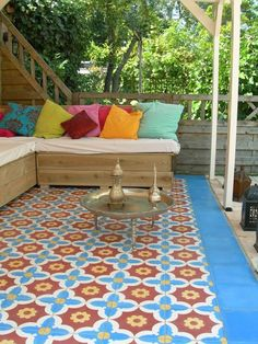 Moroccan tiles create a lounge place in a garden.