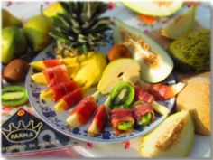 Fruit symphony with prosciutto