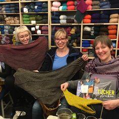 """Gefällt 163 Mal, 7 Kommentare - WOLLEN berlin (@wollenberlin) auf Instagram: """"1 Stricktreff - 5 Tücher von @maschenfein 😍Ist das nicht toll?  #maschenfein #stricken…"""" Berlin, Instagram Posts, Style, Fashion, Wardrobe Closet, Coat Racks, Cast On Knitting, Swag, Moda"""
