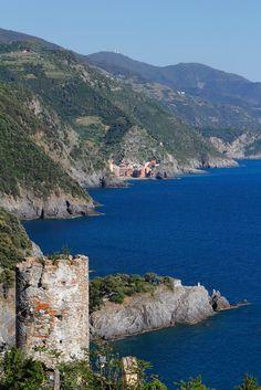 view of #Vernazza from #Monterosso, (Cinque Terre, Italy) by Cinque Terre Trekking, via Flickr