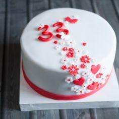 torta-compleanno-bianco-rosso