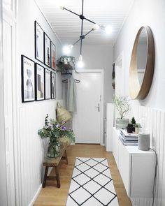 Home decor Farmhouse Apartment - Home decor Kitchen Lighting - Retro Home decor Shabby Chic - - - Unique Home decor French Country Small Entryways, Small Hallways, Hallway Decorating, Entryway Decor, Modern Entryway, Design Your Home, House Design, Decoration Hall, Flur Design