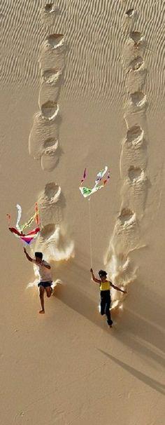 Kite flying on Hoa Thang sand dune in Binh Thuan, Vietnam • photo: LyLong on TrekEarth