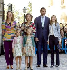 Noblesse & Royautés » The Spanish Royal Family Celebrated Easter at the Cathedral Palma de Majorca:  Princesses Elena, Sofia, Leonor, Queen Sofia, Crown Prince Felipe and Crown Princess Letizia