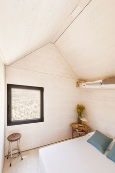 dormitorio doble con laminado de madera