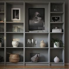 What a beautifully styled IKEA Billy bookcase! I love a good shelfie but I have to admit that my bookcases look nothing like this. Mine are heaving with books collected over the years, dog-eared, coffee-stained, loved and loaned! Billy Bookcase Office, Bookshelves Built In, Billy Bookcases, Library Shelves, Room Inspiration, Interior Inspiration, Bookcase Styling, Home And Deco, Home Office Decor