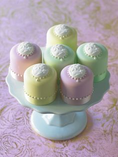 #Minicakes Minicakes! What do we love? We love Minicakes! #CakeDecorating #CameoMould