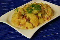 Vídeňské brambory                                 Brambory oloupeme, nakrájíme na menší kostky a dáme vařit do osolené vody.  Mezitím nakrájíme na kostičky cibuli, slaninu a posekáme petrželku....