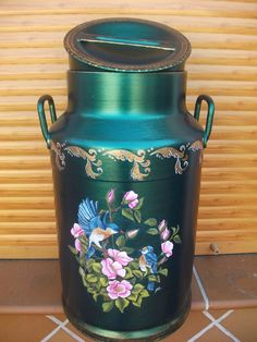 Paint Recycling, Milk Can Decor, Painted Milk Cans, Diy Crafts Vintage, Tole Painting, Vintage Pottery, Metallic Paint, Metal Art, Painted Rocks
