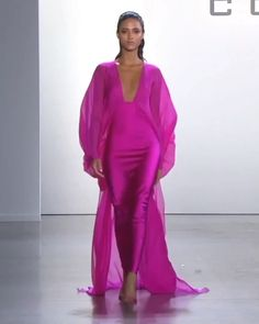 Cong Tri Look Frühjahr Sommer 2020 Ready to Wear Kollektion – Mode Outfits Fashion 2020, Look Fashion, Runway Fashion, High Fashion, Fashion Show, Dubai Fashion, Elegant Dresses, Beautiful Dresses, Couture Dresses