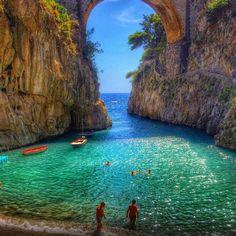 Furore fica entre Amalfi e Positano, sendo um destino pouco conhecido na Costa Amalfitana. A vila tem uma população de cerca de 800 pessoas espalhados ao longo de uma fenda vertical de uma alta encosta acima do mar Mediterrâneo. A principal atração turística é o dramático 'Fjord' ou fiorde, onde um grupo de casas de pescadores antigos se sustentam nas paredes de um desfiladeiro rochoso.
