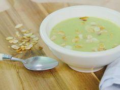 Elke dag lekkere recepten met Libelle-lekker! Met een weekmenu, de boodschappenlijst, uitleg over kooktechnieken en keukenbenodigdheden. Vol recepten en menu's om lekker te koken. Healthy Soup Recipes, Clean Recipes, Vegetarian Recipes, Healthy Food, Tika Massala, Deli Food, Go For It, Homemade Soup, Light Recipes
