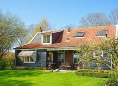 Verblijf 622002 • Vakantiewoning Walcheren • 't Uusje ten Aolven Cabin, House Styles, Home Decor, Decoration Home, Room Decor, Cabins, Cottage, Interior Design, Home Interiors