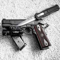 PT1911, Need we say more? @benchmadeknifecompany @surefirelights #PT1911 #Beautiful #2a #guns #igmilita #weaponsdaily #amazing