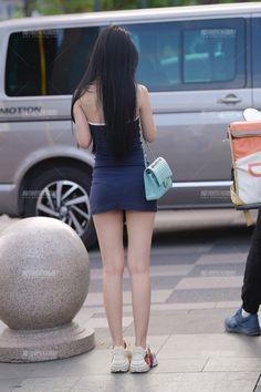 Sexy Asian Girls, Beautiful Asian Girls, Girly Girl Outfits, Korean Girl Fashion, Chinese Fashion, Chinese Style, Asian Beauty, Denim Skirt, Street Style