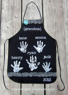 Handprint aprons for mothers day - Simply Kierste