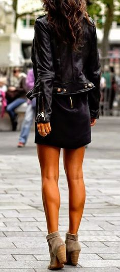 street style / all-black leather