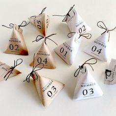 プレゼントを簡単アレンジ!可愛い「テトラ型ラッピング」で贈ろう♪