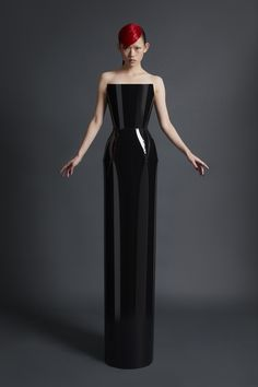 Gareth Pugh Spring 2018 Ready-to-Wear Fashion Show Collection