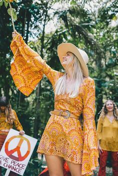 hippie outfits Nine Lives Bazaar Brings The Psychedelic Edge In This Inspired Collection 70s Outfits, Cute Outfits, Fashion Outfits, Fashion Ideas, 70s Inspired Fashion, 70s Fashion, Vintage Fashion, 1970s Hippie Fashion, 70s Inspired Outfits