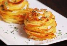 Tagliate le Patate a fettine e Mettetele negli stampi per muffin…