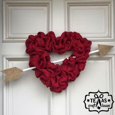 Burlap Valentine's Day Heart Wreath – Texas Craft House Valentine Day Wreaths, Valentines Day Decorations, Valentines Day Hearts, Valentine Day Crafts, Holiday Wreaths, Valentine Ideas, Printable Valentine, Homemade Valentines, Saint Valentine