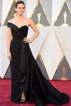 Oscars 2016 JENNIFER GARNER IN VERSACE - This, boys and girls, is a movie star.