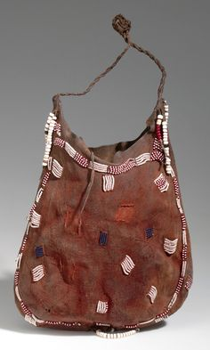 Botswana | Bag from the Kung Bushman from Western Ngamiland/Dobe | Leather, glass beads, pigment and cord | ca. 1971