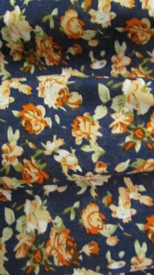 A estampa liberty é carcterizada por flores bem pequenininhas, foi criada por Arthur Lasenby Liberty na Inglaterra em 1875, tem uma ar super...