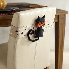 What a spooky, sweet way to transform an everyday chair into something a little more seasonal. Just slip the fabric pocket over the back, and suddenly, there's a black cat perched and ready for Halloween mischief.