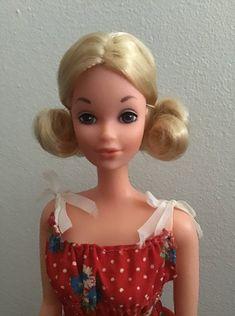 From the collection of E. Quick Curls, Dress Designs, Barbie Dolls, Designer Dresses, Childhood, Disney Princess, Vintage, Collection, Designer Gowns