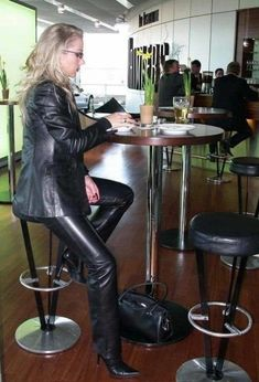 Leather Dresses, Leather Pants, Black Leather, Sexy Outfits, Fall Outfits, Leder Outfits, Latex Dress, Lady, Stiletto Heels