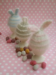 These knit egg cozies are too cute not to share.  Whip up a few for your DIY Easter celebration.