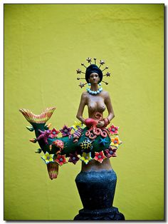 La Sirena - The Mermaid by Josefina Aguilar, Ocotlán de Morelos, Oaxaca, Mexico. Her clay figures depict people and rituals in everyday village life, as well as incredible religious and folkloric figures and scenes. Mexican Artwork, Mexican Folk Art, Mythical Creatures, Sea Creatures, Mermaid Sculpture, Mermaid Artwork, Siren Mermaid, Mermaid Images, Mermaids And Mermen