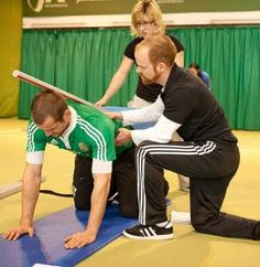 Practical training, also described as functional exercise is any workout that adapts or develops exercises that permit people to perform activities of everyday life more easily and without danger of injury. Squat Workout, Hard Workout, Workout Challenge, Weight Loss Goals, Fast Weight Loss, How To Lose Weight Fast, Perfect Squat, Fat Burning Cardio, Knee Exercises