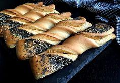 Skønne hjemmebagte frøsnappere med pikantost. De er super nemme at lave, smager forrygende og kan både bruges som snack, i madpakken og som madbrød.