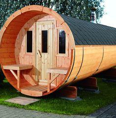 Wussten Sie schon, dass das Saunaerlebnis in einer Fasssauna viel effektiver ist? Auf Gartenhaus2000 erhalten Sie das Saunafass 400 von Wolff Finnhaus.