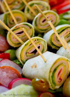Pokochaj gotowanie: Zawijane koreczki z tortilli Starters, Finger Foods, Cucumber, Zucchini, Sausage, Grilling, Salads, Food Porn, Food And Drink