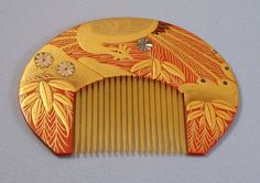 Japanese Peacock Gold Lacquer Kushi Comb