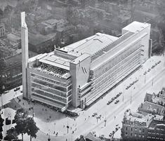De oude Bijenkorf in Rotterdam door Dudok