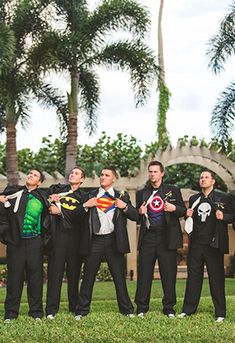 If I ever get married my groomsmen best do this!!! (That's saying my future husband has the coolest friends)... And hubby will most def be Batman! ❤
