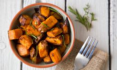 Além de deliciosa e energética, a batata-doce tem inúmeros benefícios para a saúde. Conheça-a melhor e veja algumas receitas.